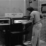 Funcionária Trabalhando com Máquina da IU - 01-08-1989