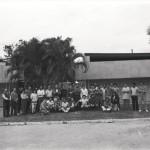 Funcionários da IU em frente ao prédio- 20 -06-1990